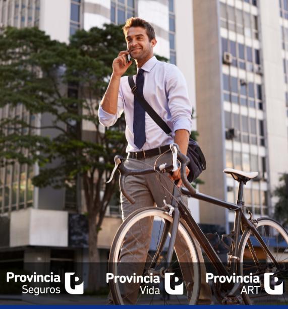 hombre en bicicleta en la ciudad